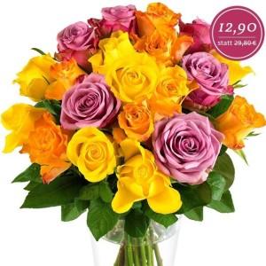 Maja Rosenstrauß mit 20 bunten Rosen