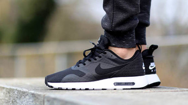 nike-air-max-tavas-black-white-31