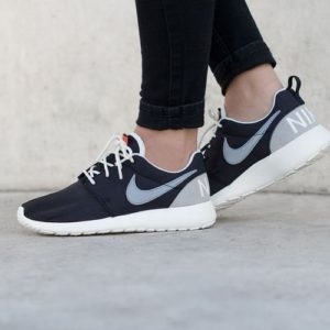 820200-001-nike-roshe-one-retro-blackwhite_0006