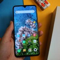 Xiaomi Mi 9 in Hand 768x512
