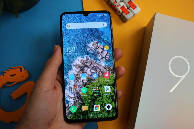 Xiaomi Mi 9 in Hand
