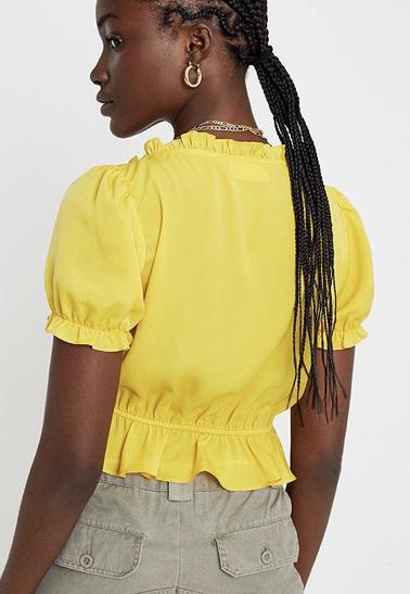 Urban Outfitters  Gerueschte geschnuerte Bluse Riley Urban Outfitters DE 2019 10 09 16 36