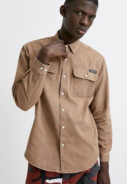 Urban Outfitters  berfaerbtes Workwear Hemd aus Twill in Braun Urban Outfitters DE 2019 10 09 16 31