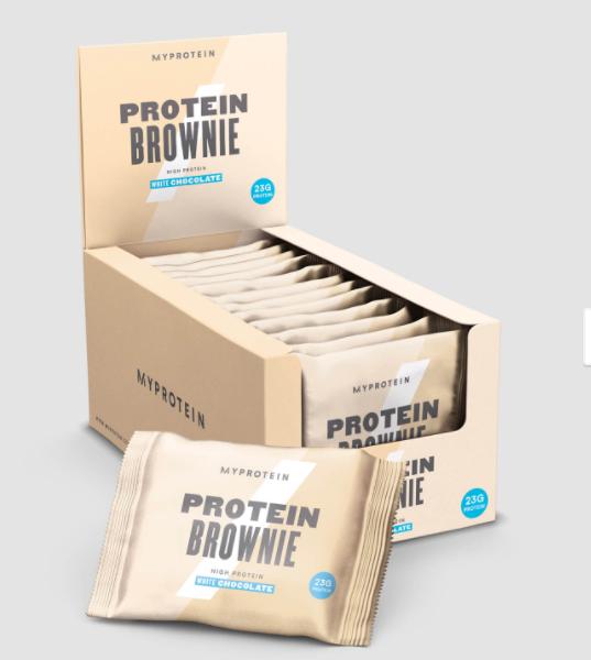 Mit bis zu 75 % weniger Zucker als herkömmliche Produkte aus dem Supermarkt kannst du diesen Snack ruhigen Gewissens am Nachmittag genießen, ohne dabei deine hart verdienten Fortschritte zunichte zu machen. Unsere Protein Brownies sind der perfekte Alltags-Snack. Sie bestehen aus Unmengen von leckerem Kakaopulver und süßen Schokoladenstückchen und enthalten 23 g Eiweiß.