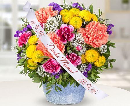 Blumenstrauss Mama ist die Beste und Schleife Danke Mama