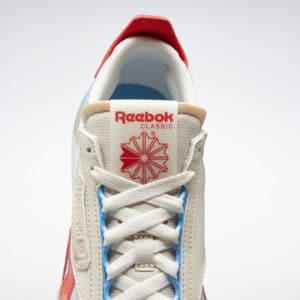 🔥😃 20% Extra-Rabatt im Reebok Sale, z.B. Herren-Softshelljacke für 28€ & viele Sneaker unter 50€