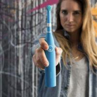 Im Doppelpack 2x Happybrush Elektrische rotierende Akku Zahnbuerste 1x in blau  1x in weiss  Dealclub.de 2020 05 10 20 06