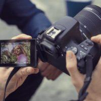 CANON EOS 250D Spiegelreflexkamera mit 18 55 mm Objektiv