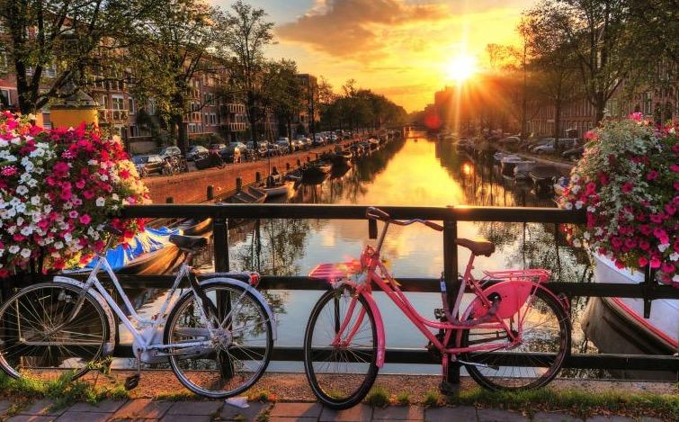 Amsterdam 3x UEF im 4 Hotel zu zweit ab nur 258