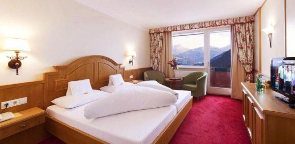4 Hotel Waldfriede Fuegen 1
