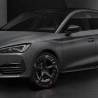 """Den neuen Cupra Leon gibt's künftig als reinen Benziner mit 245, 300 und 310 PS. Ganz neu und in unserem Test: Der """"e-Hybrid"""" genannte Plug-in Hybrid mit 245 PS. Der Fünftürer und unser Sportstourer kommen noch 2020 auf den Markt. Dabei ist die Konkurrenz um Audi S3, Golf GTE, GTI, TCR und dem neuen Skoda Octavia RS alleine im VW Konzern sehr groß."""