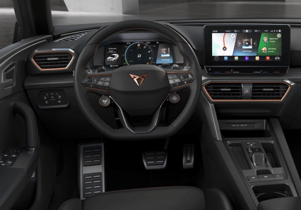Cupra hin oder her: Als E-Hybrid ist der Leon ein schick-sportlicher Kompaktwagen mit viel Kraft, der Seat-Variante mit 204 PS aber viel zu nahe. Bleibt zu hoffen, dass der Cupra Leon mit 245 PS und mehr ein echter Kracher wird.
