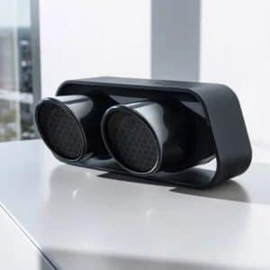Portabler High-End Bluetooth Speaker aus der original Endrohrblende des 911 GT3. Verwendung hochwertiger Materialien wie Aluminiumgehäuse. Bluetooth 4.0 und apt-X Technologie für kabellose Musikübertragung von Smartphones, Tablets und PCs in CD-Qualität. 60 Watt Systemleistung. True Wireless Modus (Die True Wireless Funktion bietet die Möglichkeit, Ihren 911 Speaker kabellos mit einem weiteren 911 Speaker als zweite Schallquelle im gleichen Raum zu verbinden), einfachste Verbindung mit Endgerät mittels NFC Technologie. Mit der integrierten Lithium Ionen Batterie können Sie Musik für bis zu 24 Stunden mobil und unabhängig von einer Steckdose wiedergeben. Die Wiedergabedauer richtet sich dabei hauptsächlich nach der Umgebungstemperatur, der abgespielten Musik und der eingestellten Lautstärke. SYSTEMLEISTUNG 60 Watt Maximalaler Schalldruck: 95 dB SPL Akkulaufzeit bis zu 24 Std BLUETOOTH Bluetooth® Standard 4.0 [A2DP] Unterstützt CSR aptX® Dekodierung Reichweite bis 10 m Frequenzbereich 2.400-2.483,5 [2,4 GHz ISM Band] Max. Sendelesitung mW [+10 dBm] GEWICHT ca. 3,3 kg ANSCHLÜSSE AUX-IN DC IN [12 V 1,5 A] Mini-USB-IN [Service-Buchse]