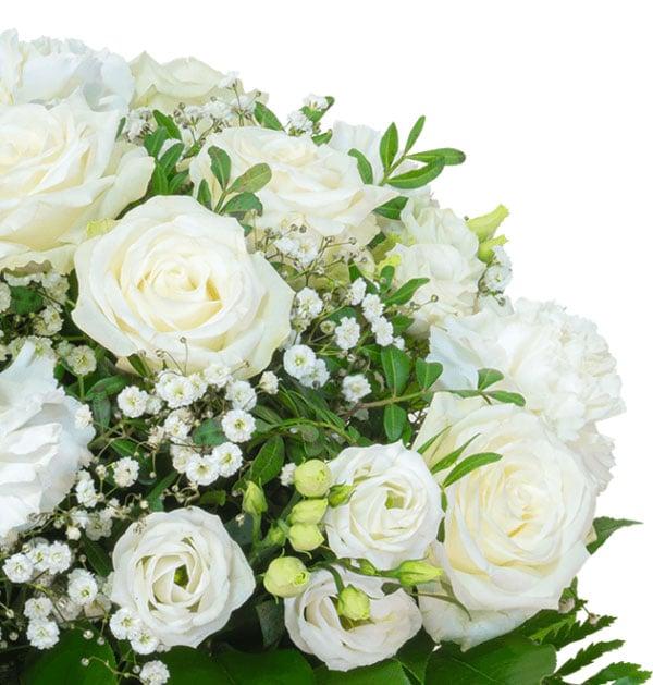 Schlicht, elegant und ganz in weiß - Unser Blumenstrauß