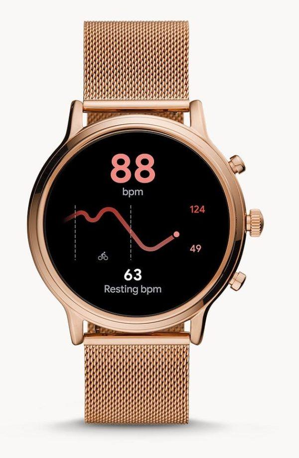 Ich war am anfang skeptisch wg der bewertung und der kompatibilität mit iphone, aber ich wollte mich selbst überzeugen und habe den kauf bis jetzt nicht bereut. Vorher hatte ich eine smartwatch von MK (Sofie), aber die uhr hat mit wear OS und iphone nicht funktioniert, außer schön aussehen und die zeit anzeigen konnte sie nicht, sodass ich die uhr wieder verkauft habe. Ich nutze jetzt ein iphone XS-max mit der fossil-watch. Die uhr konnte problemlos mit bluetooth und w-lan verbunden werden, die installation war problemlos. Einzig musste ich einen anruf beim support tätigen, um die einstellungen für die apps zu bekommen, damit die uhr mir mitteilungen anzeigt. Hat prima funktioniert und ich bekomme mitteilung für whatsapp, mails etc. Ich kann nur nicht darauf antworten, was mich aber nicht stört. Mir ist wichtig, dass ich mitteilungen erhalte, da ich bei der arbeit kein handy am platz haben darf. So werde ich aber benachrichtigt, wenn was wichtiges ist. Meine musik kann ich auch je nach app über die uhr steuern. Das armband habe ich mit einem pflegespray für leder imprägniert, werde mir aber noch ein wechselband für den sommer zulegen. Die uhr bekommt 4 von 5 sterne, da eine bedienungsanleitung schön gewesen wäre und weil ich nur 90% der gadgets der uhr nutzen kann.