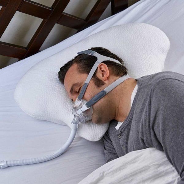 Konfigurieren Sie sich Ihr eigenes Traumkissen! In der Höhe und Härte individuell anpassbares, qualitativ äußerst hochwertiges Premium Seitenschläfer- und CPAP-Kissen. Besonders gut geeignet für Seitenschläfer und Träger von CPAP-Masken. Kann auch Schnarchen verhindern. Ideal in Kombination mit unserer Nachtwaechter Schlafweste. Made in Germany.