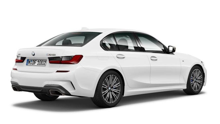 BMW M340i xDrive Limousine hinten schraeg