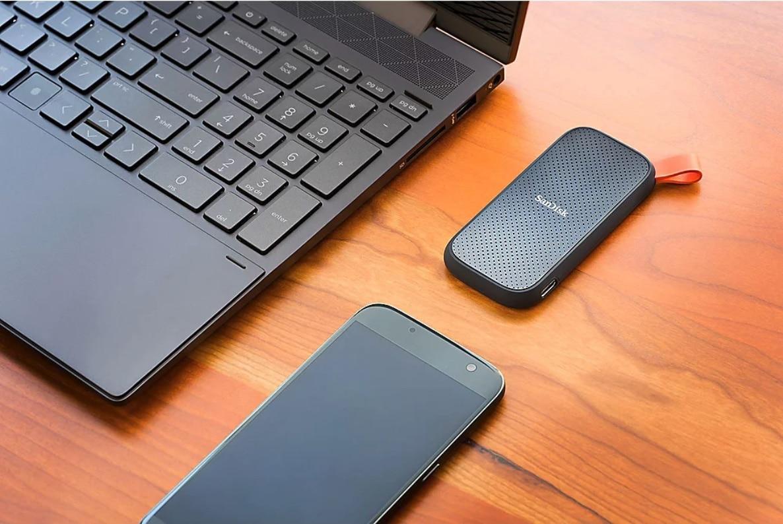 SanDisk Portable SSD 2 TB   USB C 3.2 Gen2 draussen